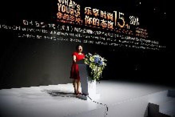 Präsidentin Shen Yongfang des Shenzhen Garment Industry Association und Gründerin der SZIFB bei der Eröffnung