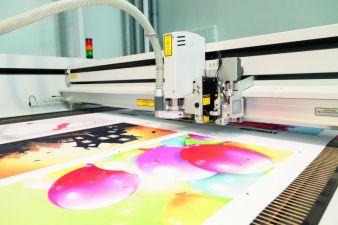 Laserzuschnitt von Textilien auf Eurolasers Conveyor System