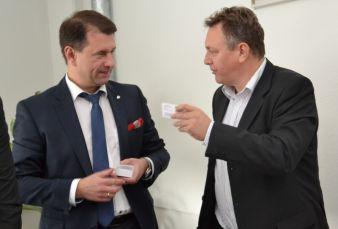 Michael Kynast, Chef der Chemnitzer Messe mtex+ (r.), knüpfte mit Unterstützung des in Moskau lebenden Außenwirtschaftsexperten Igor Salomakhin...