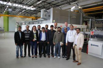 Inhaberin Regina Brückner zusammen mit den Gästen aus Bangladesh Photo: Brückner