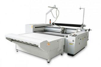 L-1200 Conveyor - perfekt für den automatischen Zuschnitt von Textilien direkt von der Rolle geeignet  Photo: eurolaser