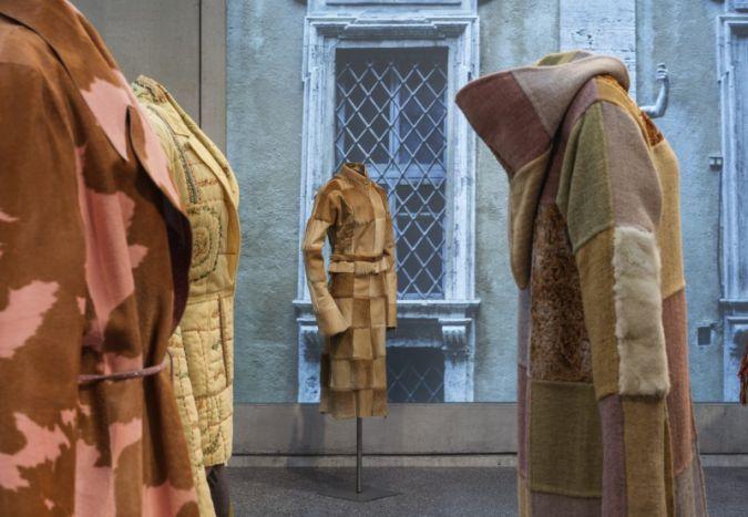 Karl Lagerfeld hat Modegeschichte geschrieben. Die Bonner Bundeskunsthalle hat ihm nun eine Ausstellung gewidmet Photos: David Ertl, 2015, Kunst- u...