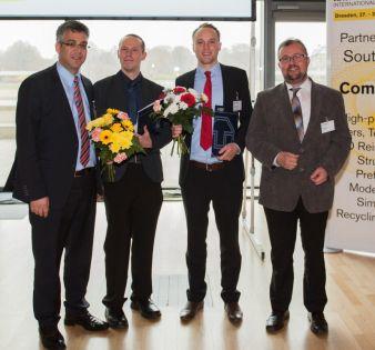 Die Preisträger Ralf Müller (2. von links) und Ronny Brünler (2. von rechts) mit Univ.-Prof. Dr.-Ing. habil Dipl.-Wirt. Ing. Chokry Cherif (l.)...