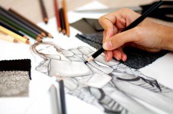 Designer halten ihre Ideen in Skizzen fest bevor sie das passende Material suchen Photo: illustrart/Shutterstock