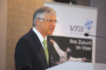Dr. Christian Heinrich Sandler bei seiner Rede auf der Mitgliederversammlung in Bamberg Photos: vtb