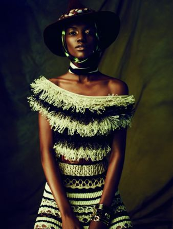 Couleur Café (Herieth Paul), 2013.  Veröffentlicht im Magazin Dress to Kill, 2013 Kleid im Marinelook aus gehäkeltem Raphiabast Kollektion You G...