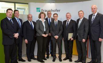 Vorstandes des Vereins: Der Vorstand des Industrial Data Space e.V. in Berlin: (v.l.n.r.) Markus Vehlow, PwC; Dr. Ralf-Peter Simon, KOMSA AG; Dr. R...