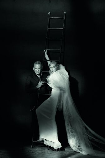 Jean Paul Gaultier & Nadja Auermann, Paris, 2015. Photo: Studio Peter Lindbergh, Paris / Gagosian Gallery, Kollektion Vampires, Herbst 2014