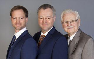 Mit Christopher Veit (links) ist die Nachfolge geregelt. In der Mitte Günter Veit, rechts im Bild  Reinhard Veit (Photo: Veit)