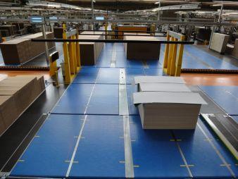 Moderne Produktionsanlagen gewährleisten die hocheffiziente Fertigung der Wellpappen