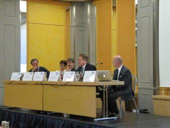 Dominik Ziller vom Bundesministerium für wirtschaftliche Zusammenarbeit und Entwicklung (2. von rechts) und Philipp Schukat vom GIZ, (3. von recht...