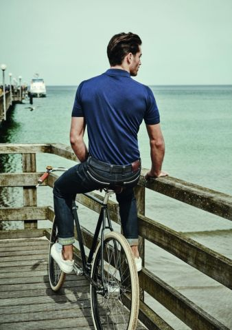 Die 'Bike' kommt als Jeans oder Jerseypants in insgesamt fünf verschiedenen Qualitäten und ist ab Frühjahr 2016 in ausgewählten Fahrrad Depa...