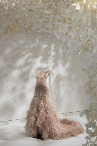 Märchenhafte Kulisse für märchenhafte Kreationen: Haute Couture wird in Bonn in einer entsprechenden Kulisse präsentiert