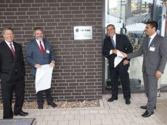 Jim Owens (2.v. r.), President und CEO von H.B. Fuller, eröffnete am 3. September 2015 in Lüneburg offiziell die modernste Klebstoff-Akademie des...