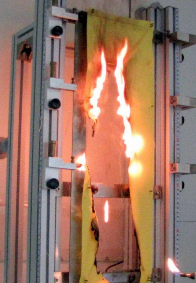 Flammschutz-Tests-am-DTNW.jpg