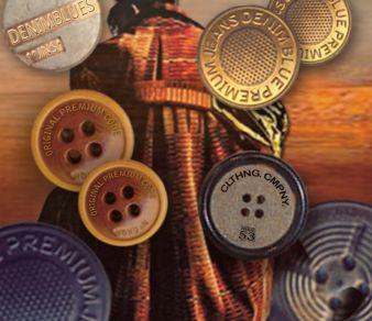 Mit verschiedensten Metalloptiken wie Altmessing und Vintage-Kupfer passt Bodo Jagdberg die Knöpfe den winterlichen Stoffen an Photo: Bodo Jagdberg