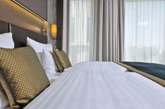 Die hochwertigen Vorhänge von drapilux passen ins Design des neuen Steigenberger Hotels Am Kanzleramt. Photo: drapilux