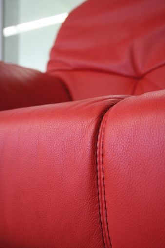 Ob Möbel, Tasche, Bekleidung oder Automobil: Erst hochwertige (Leder-) Nadeln sorgen für eine perfekte Nahtoptik