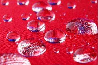 Hydrophobe Wirkung der Veredlungslösung Photo: Knud Dobberke für Fraunhofer ISC