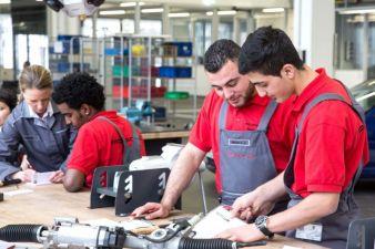 Porsche hat jetzt ein Integrationsprogramm für Flüchtlinge initiiert (Photo: Porsche)