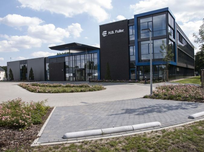 Die Lüneburg Adhesive Academy dient nicht nur der Forschung und Entwicklung, sondern auch als Schulungs- und Versuchszentrum für Kunden Photos: H...