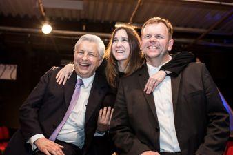 Christoph Larsen-Mattes (links) und Werner Moser (rechts), beide Mattes & Ammann unterstützen Textildesignerin Gesine Jost in ihrem Vorhaben Photo...