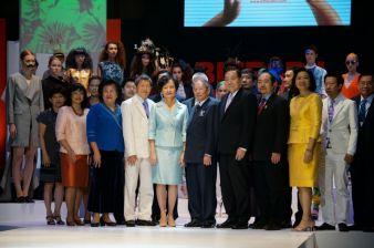 Gruppenbild Eröffnungszeremonie mit Frau Apiradi Tantraporn, Deputy Minister of Commerce, Thailand (Bildmitte)