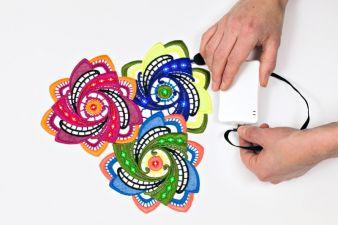 Für textile Sensorflächen bietet die Stickerei (Großstickmaschinen) einzigartige Möglichkeiten Photo: Forster Rohner