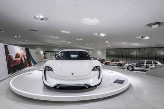 Porsche-.jpg