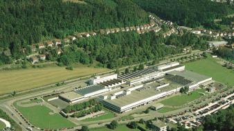 Mayer & Cie. hat seinen Stammsitz in Albstadt auf der Schwäbischen Alb. Hier wird der Maschinenpark im Fertigungsbereich auf den neusten Stand geb...