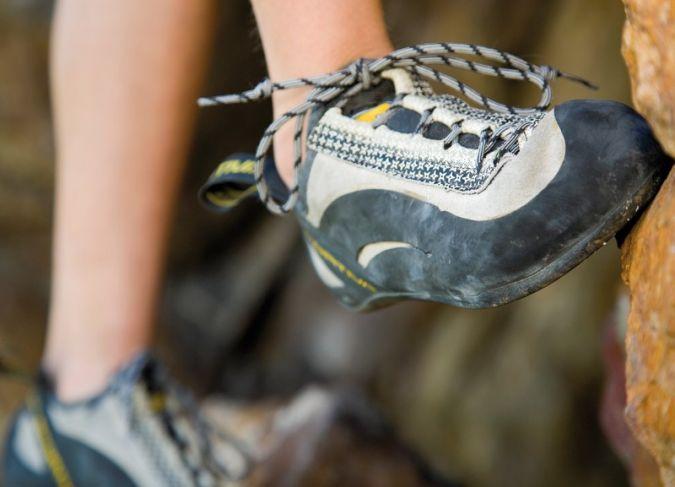 Hochwertiges Schuhmaterial für das Outdoor- und Trekkingsegment: Das Elastomergewebe CeraPrene von ContiTech bietet optimalen Tragekomfort in jede...
