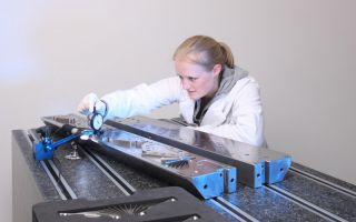 Qualitätskontrolle an einer Breitschlitzdüse Photo: FMP Technology