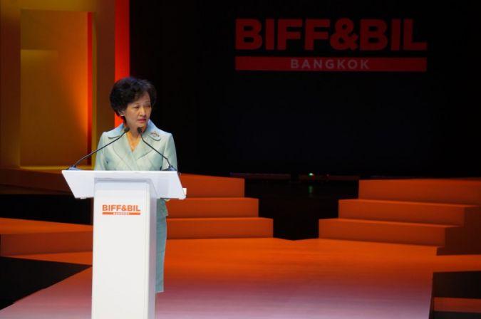 Mrs Apiradi Tantraporn, Deputy Minister of Commerce,bei Ihrer Eröffnungsrede