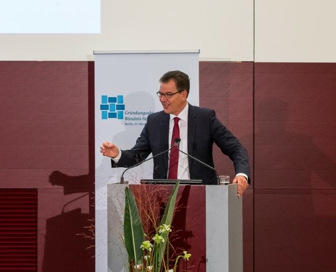 Minister Dr. Gerd Müller wird in München sein Bündnis persönlich vorstellen. Photo: Bündnis für nachhaltige Textilien