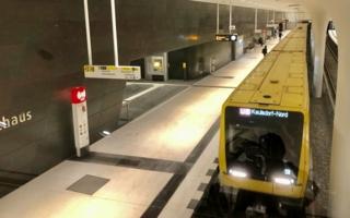 Berlin-U-Bahn-Rotes-Rathaus-.jpg