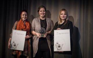 Anna Nadine Link von der Hochschule Ostwestfalen-Lippe (Mi.) ist die Gewinnerin des DITA. Auf Platz 2 schaffte es Anna-Maria Knedler (re.), Platz 3...