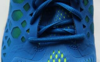Atmungsaktiv, robust und schick erobern sich Abstandsgewirke und hier insbesondere die flacheren Varianten mehr und mehr den Bereich der Schuhstoff...