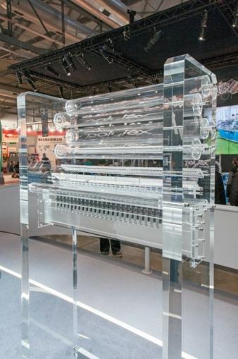 Tufting zeigte das weiterentwickelte Gauge Part System, bestehend aus Tuftingnadel, Greifer, Rietfinger und Tuftingmesser