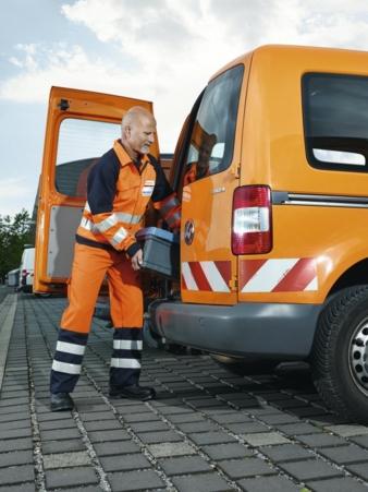 Die neue DBL-Warnschutzkleidung bietet unterschiedliche Farbstellungen für den CI-gerechten Auftritt der Mitarbeiter. Für die fachgerechte Aufber...