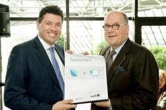 Robert van de Kerkhof, CCO - Lenzing Aktiengesellschaft and Peter Ackroyd, Global Strategic Advisor – The Woolmark Company mit der Kooperationsv...