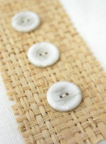 Marmorstrukturen prägen Knöpfe und Stoffe. Hier gesehen bei Union Knopf