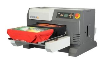 Der DGT-Viper2 von ESC für den Direktdruck kann 4 kleine oder 2 große T-Shirts gleichzeitig bedrucken oder sogar einen Allover-Druck im Format vo...