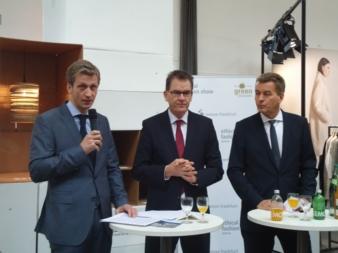Eröffnung Ethical Fashion Show Berlin (von links nach rechts): Präsident Baumwollbörse Ernst Grimmelt, Entwicklungsminister Dr. Gerd Müller, Ge...