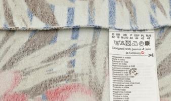 Etikett: RFID-Chips werden in das Pflegeetikett eingenäht Photo: nnattalli/Shutterstock