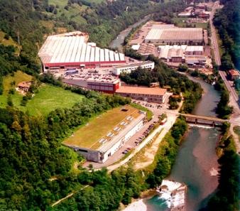 Blick auf das Werk von ITEMA in Colzate, Italien