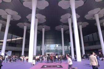 Eingangsportal Intertextile Shanghai (Photos: Heike Frömbgen)