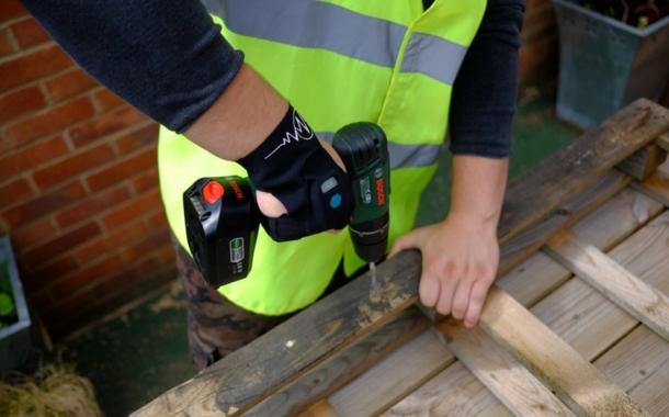Sensorik und KI für innovative Arbeitskleidung